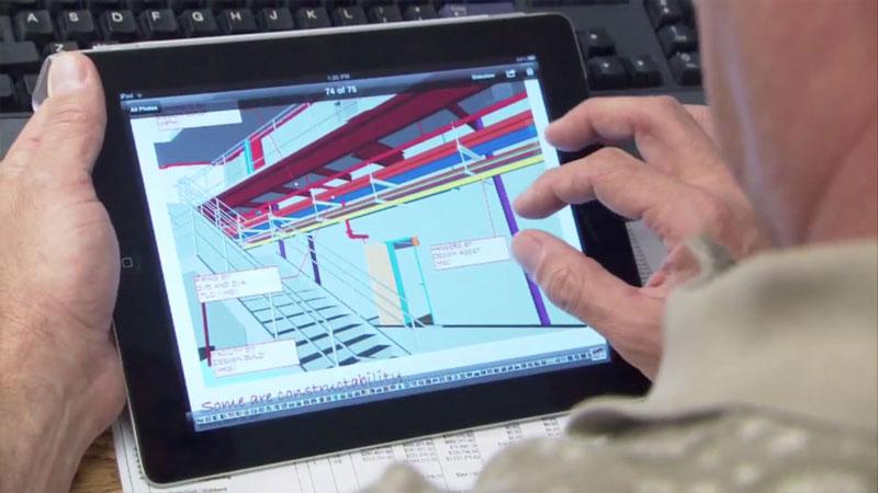 Consultando BIM en obra en una tablet